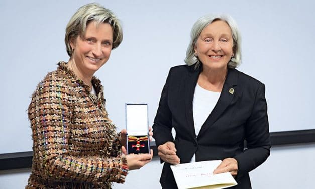 Bundesverdienstkreuz für Renate Pilz aus Esslingen
