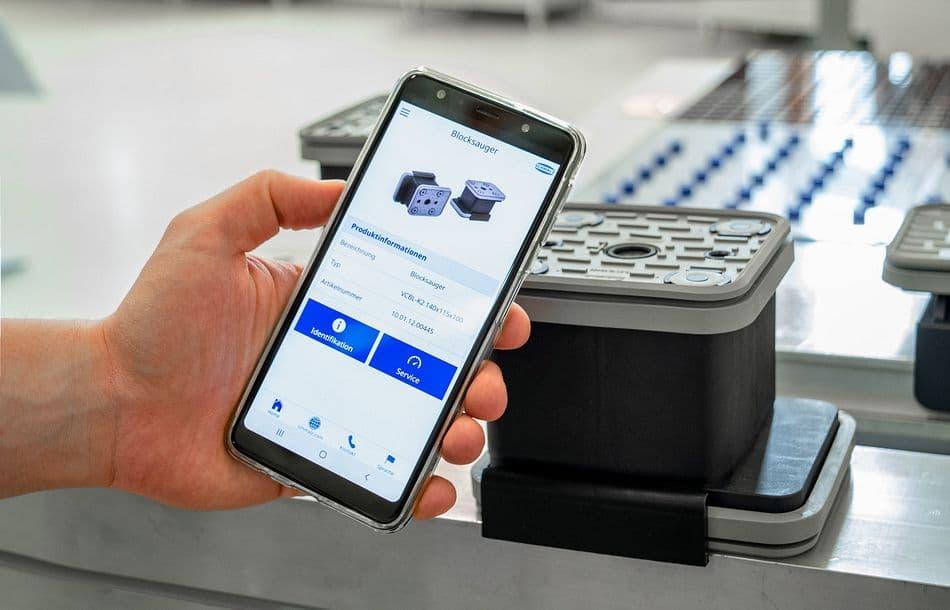 Blocksauger kommuniziert mit dem Handy